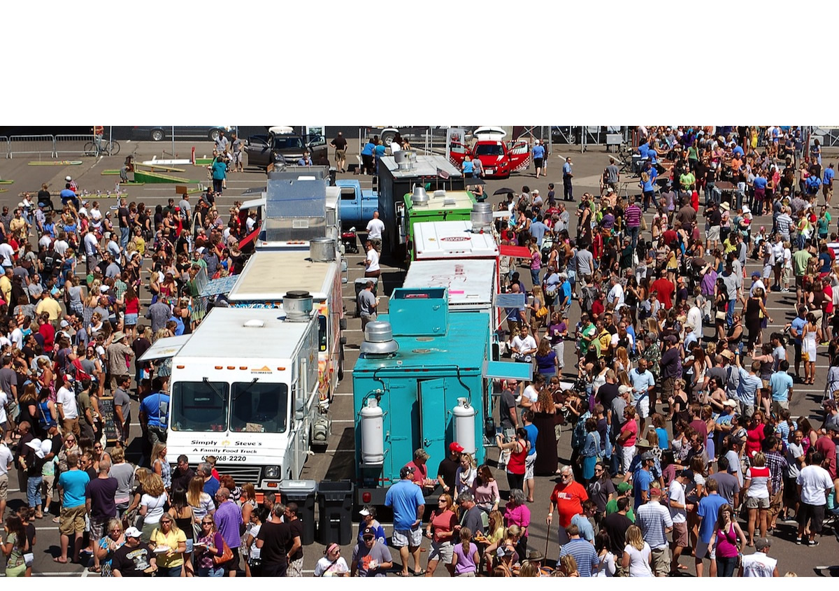 food-cart-crowd-web